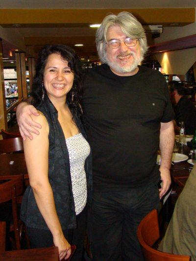 La entrevistada, con Carlos Gardini